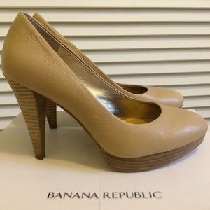 New! Banana Republic Tan Leather Pumps